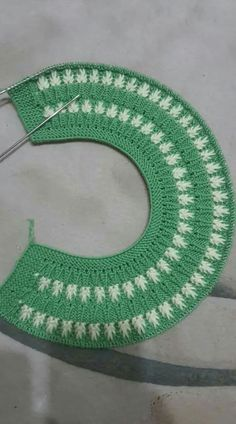 This Pin was discovered by Све Baby Knitting Patterns, Baby Sweater Knitting Pattern, Crochet Blanket Patterns, Diy Crafts Knitting, Diy Crafts Crochet, Easy Knitting, Diy Crafts Dress, Bunting Pattern, Baby Girl Crochet Blanket
