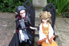 I was mulling over the idea of medieval/gothic furniture for my BJD dolls. I like the style but could not find anything to my taste to buy...