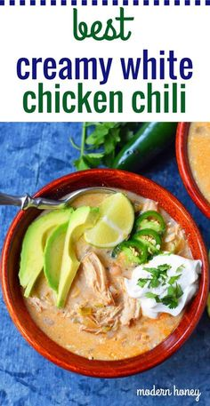 A creamy white bean chicken chili made with tender shredded chicken, green chilies, white beans, jalapeno, chicken broth, Mexican spices, and cream cheese. The BEST White Chicken Chili Recipe. Slow Cooker Crockpot White Bean Chicken Chili. Quick and easy White Chicken Chili Recipe. www.modernhoney.com