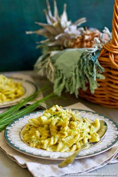 This fruity chicken , pineapple and pasta salad with delicious mango and curry dressing makes a great and cheap picnic staple! Soup And Salad, Pasta Salad, Wine Recipes, Pasta Recipes, White Meat, Andalusia, Healthy Eats, Soups, Pineapple