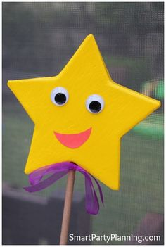 The adorable Dora star is perfect for decorating a Dora themed party. This tutorial shows you how to create this cheeky character that the kids will love.