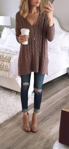 big sweater. skinny jeans.