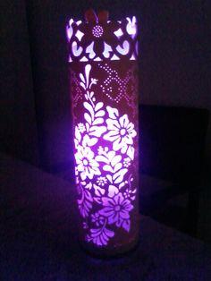 Luminaria da flor com lampada roxa