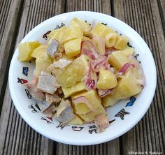 - Potato salad with smoked herring Salad Dressing Recipes, Salad Recipes, Healthy Recipes, Good Food, Yummy Food, How To Cook Fish, Easy Casserole Recipes, Fish And Chips, Creative Food
