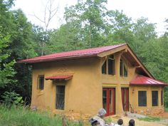 Beautiful Cobb constructed house @ earth haven eco-village near Asheville, NC