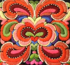 Denne bunaden broderte Anne Bakka til Birgit Halvorsdatter Rudningen… Folk Embroidery, Cross Stitch Embroidery, Embroidery Patterns, Lesage, Textiles, Fabric Art, Design Crafts, Illustrations, Textile Art