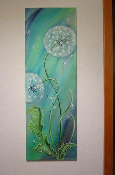 Dieses Zauberhaftes Bild Zeigt Zwei Pusteblumen Und Herumfliegende  Schirmchen. Es Ist In Frühlingshaftem Kräftigen Grün