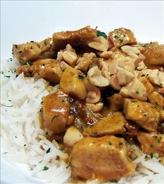 Spicy Thai Peanut Chicken Curry - One of our favorite Thai Curry recipes! Spicy Recipes, Curry Recipes, Asian Recipes, Cooking Recipes, Ethnic Recipes, Thai Cooking, Healthy Recipes, Thai Peanut Chicken, Chicken Curry