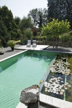 From a Tuscan-style hideaway to a natural swimming fish pond, get influenced by these stylish pool design ideas. Natural Swimming Ponds, Swimming Pool Landscaping, Natural Pond, Above Ground Swimming Pools, Swimming Pools Backyard, Swimming Pool Designs, Landscaping Tips, Oberirdische Pools, Cool Pools