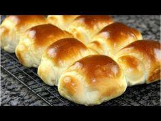 Булочки получаются настолько воздушными и настолько вкусными, что вы влюбитесь в них с первой секунды. Приготовьте эти булочки и фурор от родных вам обеспечен! Pastry Recipes, Bread Recipes, Baking Recipes, Breakfast Snacks, Breakfast Recipes, Dessert Recipes, Homemade Dinner Rolls, Bread Toast, Bread And Pastries