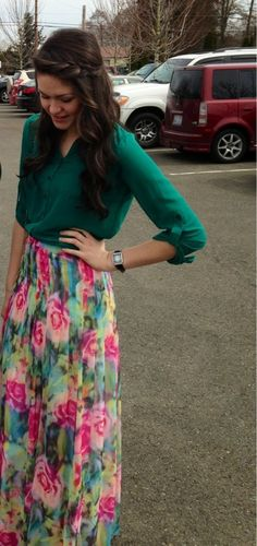 This is how you rock the Floral Maxi Skirt I dont know if I like the pattern but the idea is amazing! Modest Outfits, Modest Fashion, Skirt Outfits, Cute Outfits, Dress Skirt, Maxi Skirts, Maxis, Summer Trends, Maxi Styles