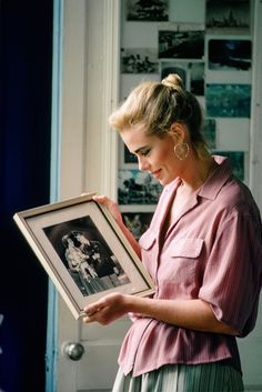 Margaux Hemingway in the house of her grandfather Ernest Hemingway in Havana in Margaux Hemingway, Ernest Hemingway House, Mariel Hemingway, Hemingway Cuba, Young Models, Female Models, Vogue Paris, Paperback Writer, Chanel Cruise