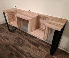 We take a detailed step bystep look at an incredible DIY record player stand woodworking and metalworking project where you'll learn how to create your own. Record Player Table, Record Table, Record Stand, Record Holder, Woodworking Furniture, Woodworking Guide, Diy Furniture, Objet Deco Design, Diy Projects Cans