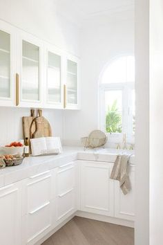 white on white, glamorous pantry design Kitchen Interior, Room Interior, Interior Design, Butler House, Three Birds Renovations, Pantry Design, Butler Pantry, Kids Room Design, Kitchen Cupboards