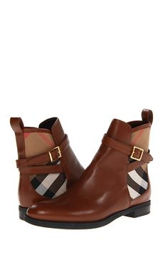 Burberry booties. So cute                                                                                                                                                                                 Más