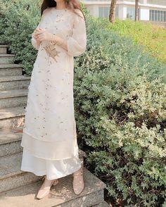 Pretty Dresses, Beautiful Dresses, Sunmer Dresses, Western Dresses For Girl, Vietnamese Clothing, Traditional Gowns, Designer Party Wear Dresses, Eid Dresses, Engagement Dresses