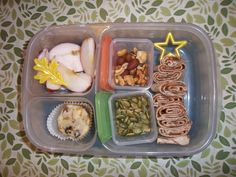 Lunches Fit For a Kid: Lunches on a hike!