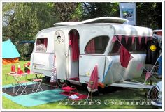 Adorable Retro Caravan / vintage travel trailer camper