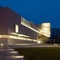 New wing at the Virginia Museum of Fine Arts: by London architect Rick Mather has opened to the public in Richmond, Virginia, USA [almost as good as having my own museum...]