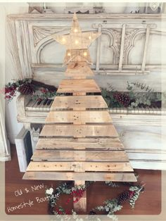I'm over the moon with this 4ft pallet wood Christmas tree finished off with a light up star ❤️