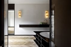 (en)The intervention consists in the renovation of a family house located in a XVII century building just in front of the Pantheon.The main design. Chinese Interior, Interior And Exterior, Interior Design, Mood Colors, Mirror, Building, House, Furniture, Home Decor