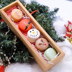 Our favourite festive season is soon approaching. We have these little cute macaron gift box. It's always a great idea to send sweet treats to your family and friends or teachers. Macarons, Festive, Sweet Treats, Bakery, Christmas Gifts, Artisan, Seasons, Gift Ideas, Friends