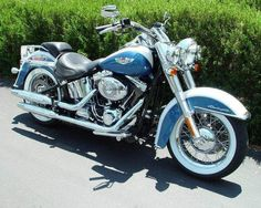 The Harley Davidson Deluxe. In pretty Blue & Whte. Too bad one must pay extra for windshield, bags, and touring rack and/or pack :( Harley Softail, Cool Motorcycles, Vintage Motorcycles, American Motorcycles, Harley Deluxe, Softail Deluxe, Motos Honda, Motos Harley Davidson, Harley Davison
