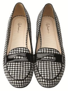 If you know me, you know I'm a fan of the always classic and timeless houndstooth pattern.