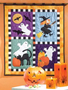 Quilting - Holiday & Seasonal Patterns - Halloween Patterns Applique lends itself to the use of scraps in this Halloween wall quilt. Size: x Skill Level: Beginner Halloween Quilts, Spooky Halloween, Halloween Stoff, Halloween Applique, Halloween Sewing, Fall Sewing, Halloween Fabric, Halloween Crafts, Halloween Patterns