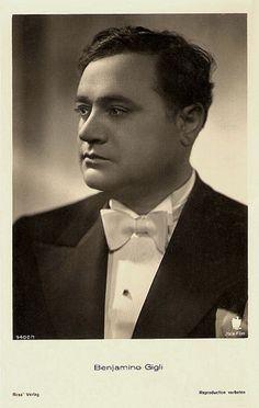 Beniamino Gigli (Recanati, 20 marzo 1890 – Roma, 30 novembre 1957) è stato un tenore e attore italiano, uno dei più celebri cantanti d'opera del XX secolo.    #TuscanyAgriturismoGiratola