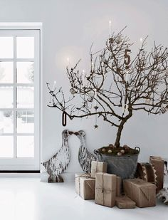 The most beautiful white Christmas interiors Danish Christmas, Scandi Christmas, Christmas Interiors, Noel Christmas, Christmas Fashion, Modern Christmas, Winter Christmas, Minimalist Christmas Tree, Simple Christmas