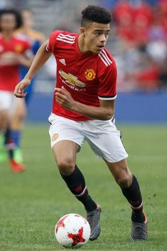 Young Football Players, Man Utd Fc, Manchester United Players, Man United, Fifa, Daddy, Idol, Soccer, England