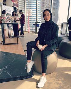 post by dina sharif Modern Hijab Fashion, Street Hijab Fashion, Hijab Fashion Inspiration, Muslim Fashion, Modest Fashion, Fashion Outfits, Casual Hijab Outfit, Hijab Chic, Casual Outfits