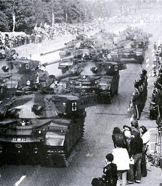 Chieftain tanks during parade West Berlin, Berlin Wall, The Centurions, Armored Fighting Vehicle, Battle Tank, Ww2 Tanks, Armored Vehicles, British Army, Vietnam War