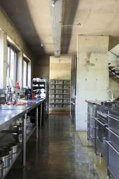 50 veces he visto estas lindas cocinas de concreto. Commercial Kitchen Design, Modern Kitchen Design, Rustic Kitchen, Kitchen Decor, Kitchen Ideas, Ikea Kitchen, Küchen Design, Cafe Design, Minimalist Kitchen