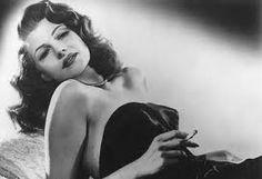 Rita Hayworth, nome d'arte di Margarita Carmen Cansino, (New York, 17 ottobre 1918 – New York, 14 maggio 1987), è stata un'attrice e ballerina statunitense.  Tra le più belle e seducenti donne della storia del cinema, Rita Hayworth rimane nell'immaginario collettivo come la prorompente e tentatrice Gilda, personaggio che ha portato con successo sullo schermo nell'omonimo film del 1946, ma che l'ha confinata nel ruolo stereotipato della pin-up, offuscando così le sue doti d'interprete.
