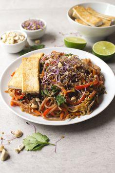 Easy Pad Thai recipe   simpleveganblog.com #vegan #glutenfree #healthy