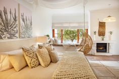Haven Studio is the epitome of simple sophistication. La Bella Vita Studios is a mere stone's throw away from the historic towns of Paarl and Franschhoek. Patio Gas, Welcome Baskets, Luxury Accommodation, Gas Fireplace, King Beds, Bay Window, Ground Floor, Valance Curtains, Relax