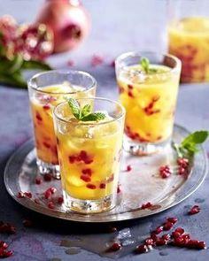 Das Rezept für Weihnachtlicher Cocktail mit Granatapfel und Orangensaft und weitere kostenlose Rezepte auf LECKER.de