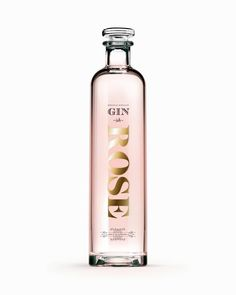 Una ginebra premium de la factoría de esipituosos de alta gama The Poshmakers London. El diseño toma como inspiración la estética victoriana pasada por un filtro minimalista con un inconfundible toque «british». —— #gintonic #coctail #rosa #design #spirits #londondrygin #raspberry #luxury #ginandtonic #trendy #premium #bottle Tequila, Vodka, Virgin Gorda, Gin Tonic, Branding, Ron, Iglesias, Whisky, Perfume Bottles