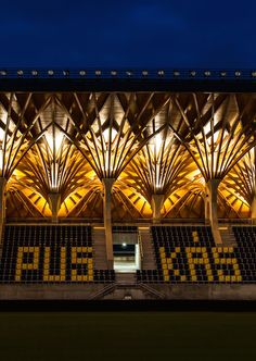 Construído pelo Tamás Dobrosi,Doparum Architects na Felcsút, Hungary na data 2014. Imagens do György Dénes. Felcsut é uma comunidade de 1.800 pessoasno Vale do Váli, a 40 quilômetros ao oeste de Budapeste, capital da Hungria...