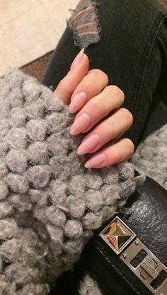 Nude stiletto nails! Love it! (nettenestea.com)