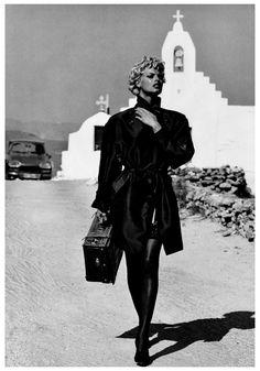 "robertocustodioart: ""Linda Evangelista by Rocco Laspata & Charles Decaro 1991 "" Linda Evangelista, White Fashion, 90s Fashion, Fashion Models, Queen Fashion, Fashion Mag, Fashion Design, 90s Models, Role Models"