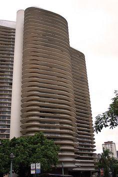 https://flic.kr/p/5H3XMz   As curvas ...   ... de Oscar Niemeyer.