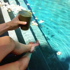 Recipe for the perfect #summer afternoon. Pool + homemade green smoothie. #summerdaze #greensmoothie #postworkout