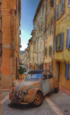 Volkswagen – One Stop Classic Car News & Tips Chevrolet Camaro, Corvette, Classic Trucks, Classic Cars, Vintage Cars, Antique Cars, Psa Peugeot, 2cv6, Bike Engine