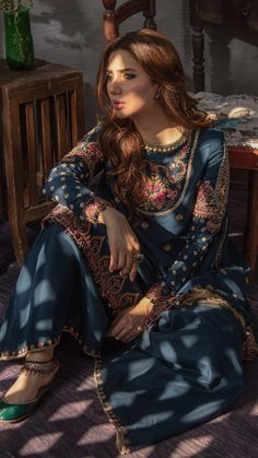 Get the latest trends ruling the charts in India. Pakistani Couture, Pakistani Bridal Dresses, Pakistani Dress Design, Pakistani Outfits, Indian Dresses, Indian Outfits, Anarkali, Lehenga, Churidar