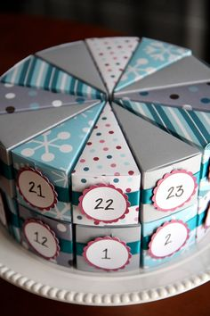 Snow and Ice Advent Cake Set of 24 Countdown por daisysanddots Cool Paper Crafts, Paper Crafts Origami, Diy Crafts For Gifts, Creative Birthday Gifts, Diy Birthday, Creative Gifts, Advent Calenders, Diy Advent Calendar, Calendar Wall