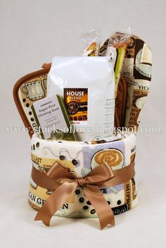 Towel Cake for Coffee Lovers - DIY Gift Basket idea Food Gifts, Craft Gifts, Diy Gifts, Diy Gift Baskets, Raffle Baskets, Hostess Gifts, Holiday Gifts, Housewarming Gifts, Creative Gifts
