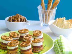 Sandwichs de bretzels au chorizo, melon et mozzarella, une bonne idée pour réinterpréter les bretzels.